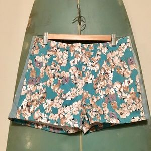 Mid rise floral shorts